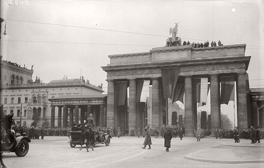 Vintage photos of City Life of Berlin during the interwar ...