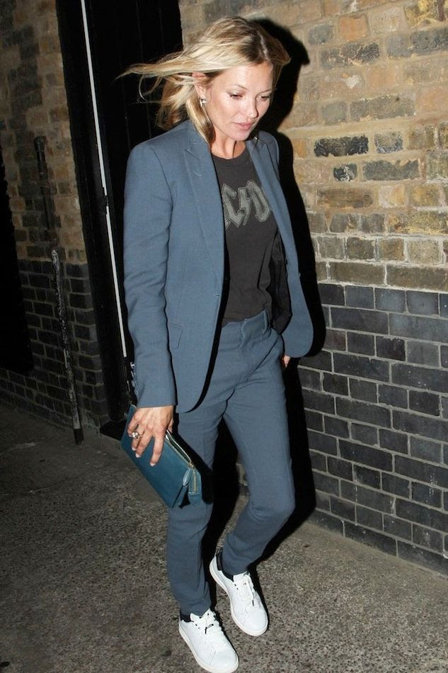 5 Le Fashion Blog 13 Ways To Style A Vintage Tee ACDC  Kate Moss Suit Sneakers Clutch photo 5-Le-Fashion-Blog-13-Ways-To-Style-A-Vintage-Tee-ACDC--Kate-Moss-Suit-Sneakers-Clutch.jpg