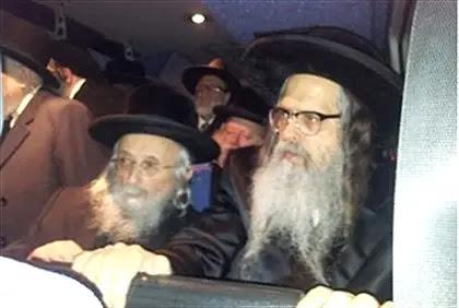 Rabbi Zalman Leib Teitelbaum (R) in Israel