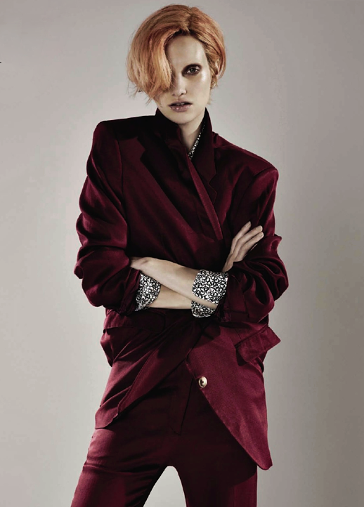 LE FASHION BLOG EDITORIAL BEAUTY HAIR STRAWBERRY BLONDE BOWIE INSPIRED PRINT COLLARED SHIRT BURGUNDY METALLIC SUIT GOLD BUTTONS DROP CROTCH SHORT CUT STUD EARRING BELLE OUI COMME BOWIE Grazia France Autumn Kendrick Christophe Meimoon Anne Raybauld MASCULINE INSPIRED BLEACHED BROWS EYEBROWS