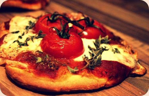 http://i402.photobucket.com/albums/pp103/Sushiina/Daily/pizza.jpg