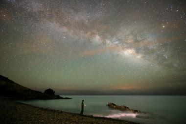 <p>El astroturismo es una tendencia en alza que combina sostenibilidad y divulgación científica. La imagen corresponde a la isla de Fuerteventura, una de las reservas certificadas por la fundación Starlight gracias a la calidad de su cielo. / Carlos de Saa</p>