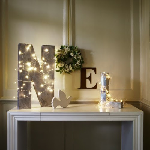 (via Create a festive table display | Christmas lights decorating ideas | housetohome.co.uk)