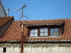 stari fumar, stara antena i tašelana ponistra