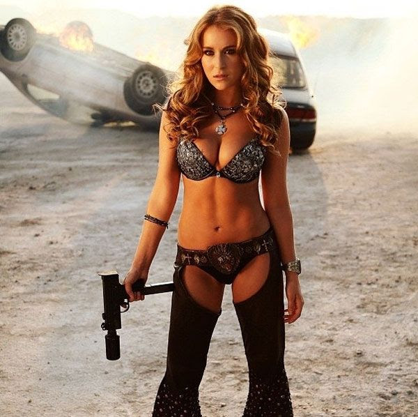 KillJoy (Alexa Vega) strikes a pose in MACHETE KILLS.