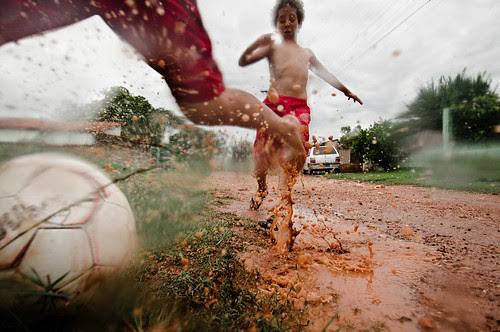 Futebol de Lama por Lucas Ninno