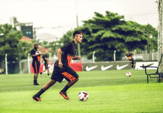 Neymar assinou com o Barcelona
