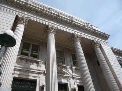 courthouse.jpg (59487 bytes)