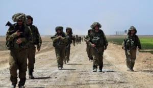 Israeli reserve soldiers return to Israel on July 30 after fighting in the Gaza Strip.  /AP