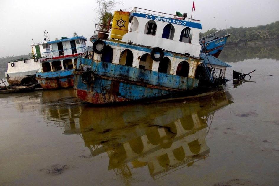 Vertido de petróleo en el río Sela