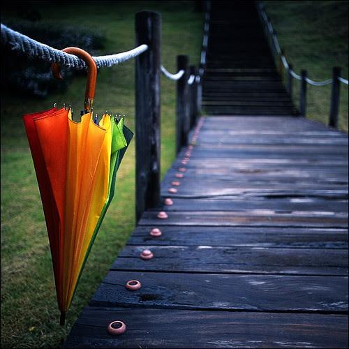 ...além do arco iris... desejando a todos um domingo cheio de amor e repleto de cores feito um arco iris!!! by Menina Prendada -