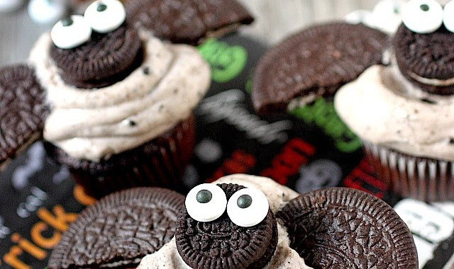 Chocolate Cookies -N- Cream Mini Bat Cupcakes   Mind Over ...