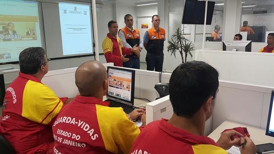 Oficiais guarda-vidas recebem treinamento prático da Defesa Civil estadual