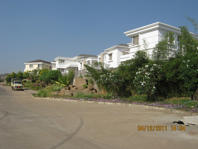 At the theme circle - Visit to Paranjape Schemes' Forest Trails, Bungalows, 2 BHK & 3 BHK Flats at Bhugaon, Pune 411 042