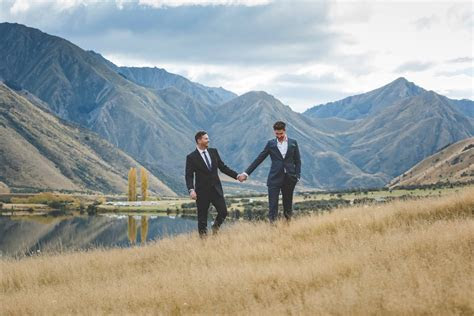 Intimate mountain wedding in Queenstown, New Zealand