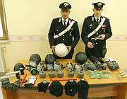 Maschere antigas, passamontagna, martelli e altri oggetti sequestrati sabato da carabinieri  a 4 antagonisti in arrivo a Roma poco prima del corteo (Proto)