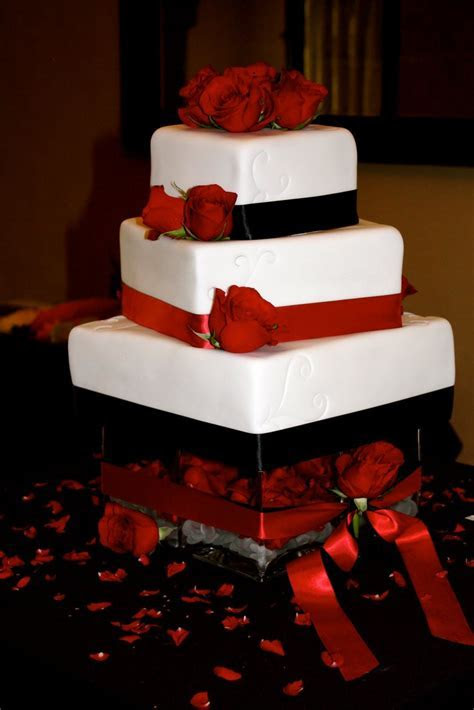 Red and Black Wedding Cakes     cakes: jessica/brent