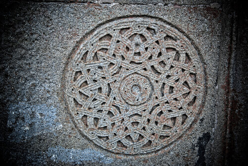 Орнамент на камне
