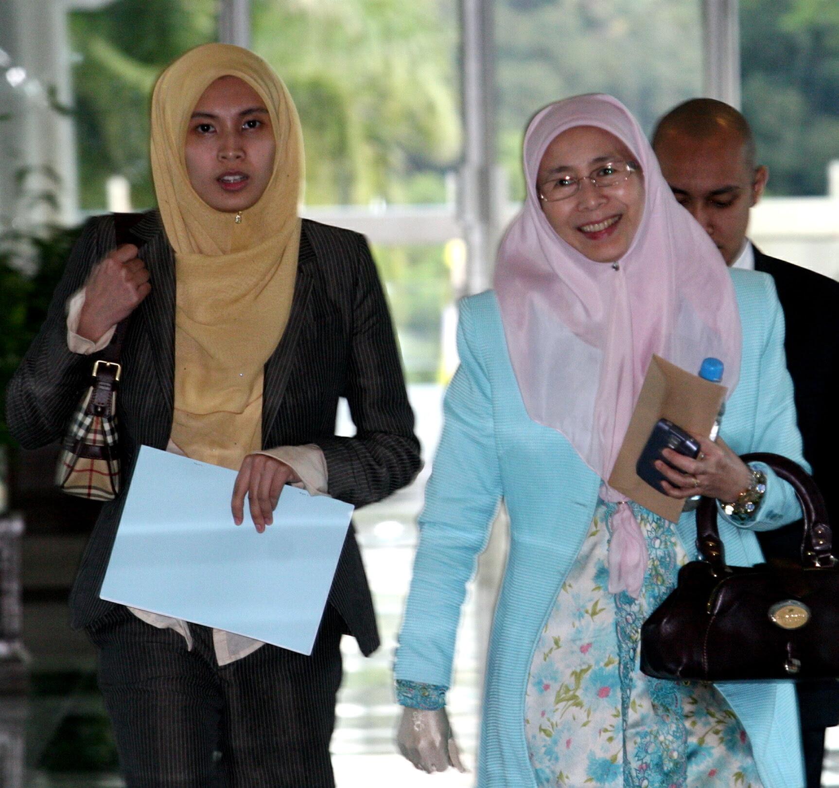 http://audie61.files.wordpress.com/2008/07/wanazizahparliament.jpg