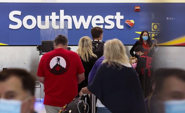 Southwest abandona el plan para poner al personal no vacunado en licencia sin goce de sueldo a partir de diciembre