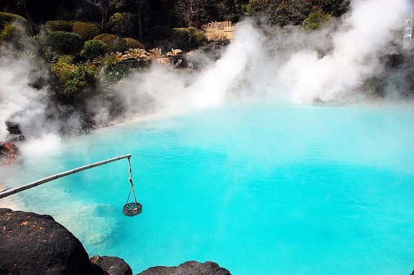 """perierga.gr - Λίμνη με καυτό νερό """"βράζει"""" τέλεια τα αβγά!"""