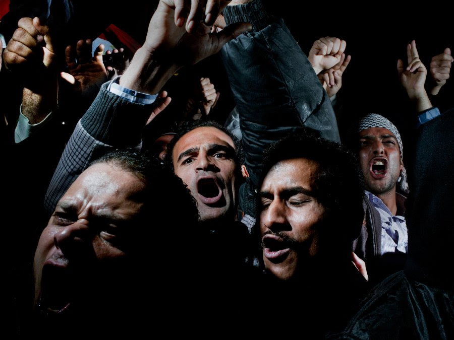 Πρώτο                                                            βραβείο                                                            'Γενικά Νέα'.                                                            Οι διαδηλωτές                                                            της Πλατείας                                                            Ταχρίρ μόλις                                                              άκουσαν τον                                                            Μουμπάρακ να                                                            λέει ότι δεν                                                            παραιτείται