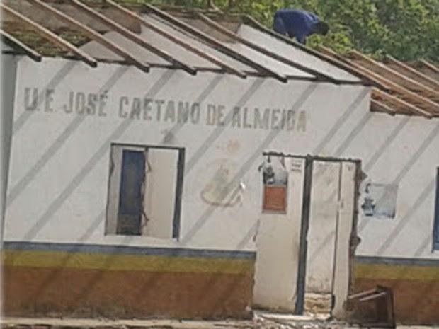 Responsáveis pela demolição disseram que ordem partiu da prefeita da cidade, segundo testemunhas (Foto: Luciana Vieira / Divulgação)