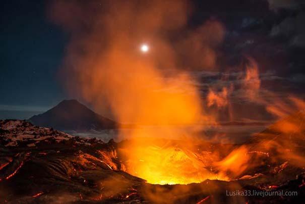 Φωτογραφίες από την καρδιά ενός ηφαιστείου που εκρήγνυται (2)