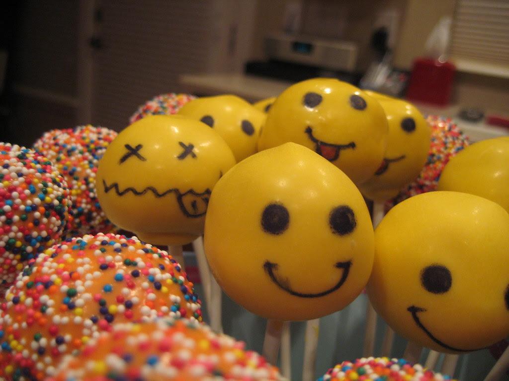 My version of Bakerella's Be Happy Pops!