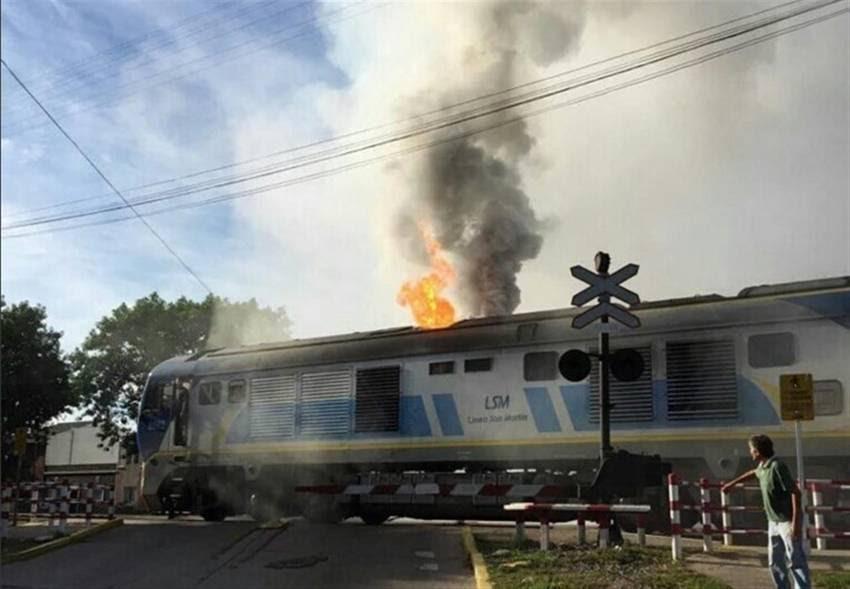 Incendio en tren San Martín hay heridos.