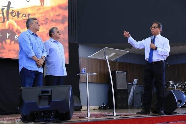 Com pastores, Ronaldo Fonseca declara apoio a Izalci e elogia Fraga