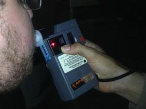 Teste do bafômetro (Foto: Mary Porfiro/G1)