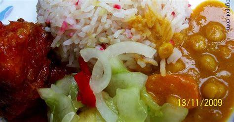 periuktanah nasi minyak hujan panas  ayam masak merah