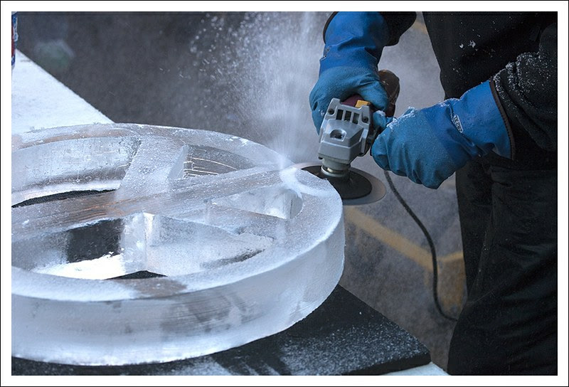 Ice Carving in St Charles 2013-01-26 6