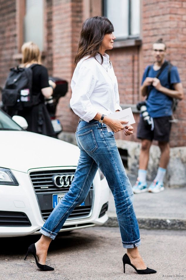 Le Fashion Blog -- Milan Street Style: Emmanuelle Alt -- Classic White Shirt Cuffed Boyfriend Jeans Dorsay Pumps -- Via A Love Is Blind -- photo Le-Fashion-Blog-Milan-Street-Style-Emmanuelle-Alt-Classic-White-Shirt-Cuffed-Boyfriend-Jeans-Dorsay-Pumps-Via-A-Love-Is-Blind.jpg