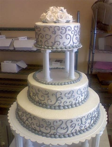 3 tier round wedding cake with 4 Roman columns supporting