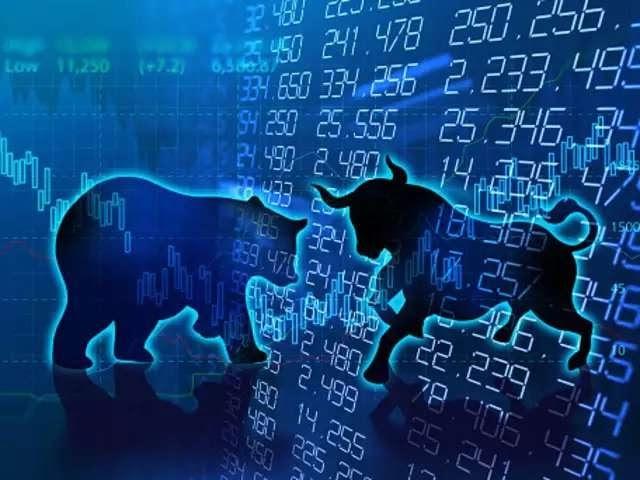 कोरोना वायरस की वजह से शेयर बाजार में फिर से गिरावट, सेंसेक्स 300 अंक तक लुढ़का