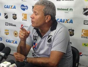 Hélio dos Anjos - técnico do ABC (Foto: Carlos Arthur da Cruz/Globoesporte.com)