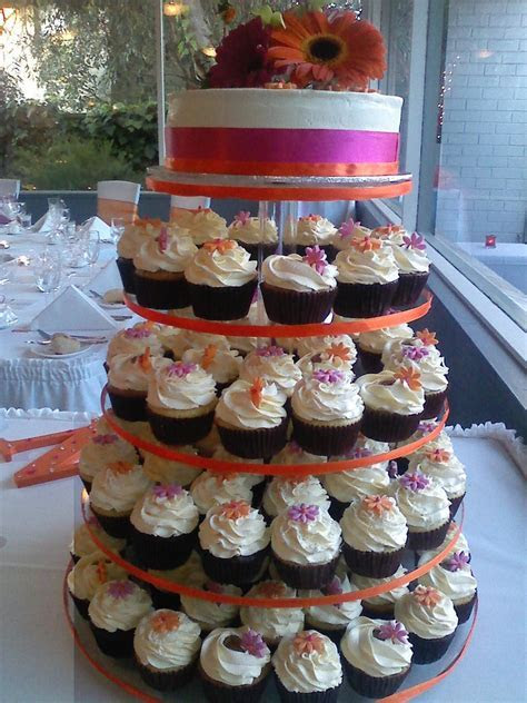 Cupcake Wedding Cakes Are Most Popular Groom Cakes