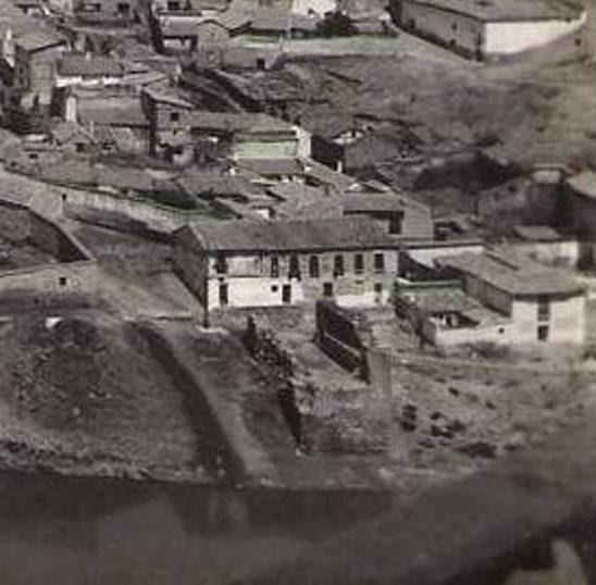 Torre del Hierro de Toledo en ruinas a mediados del siglo XX. Foto Heliotipia Artística Española