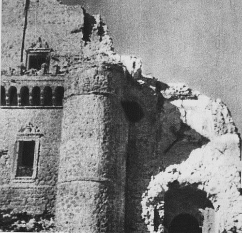 Alcázar de Toledo derruido en la Guerra Civil