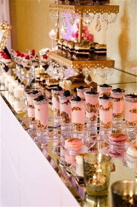 Helloooooo dessert bar! How cute are those cake parfaits