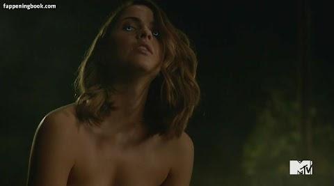 Shelley Hennig Nude images (#Hot 2020)