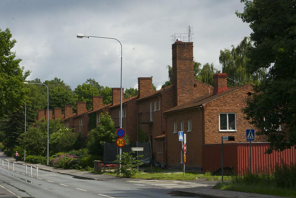 Solna kyrkby juni 2011.jpg
