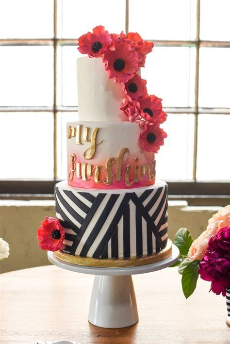 17 Pretty Perfect Wedding Cakes We're Drooling Over