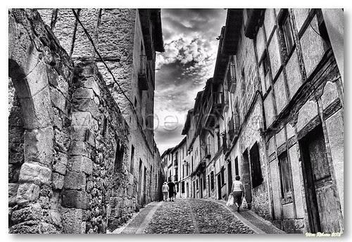 Rua de Frías by VRfoto