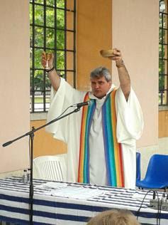 Don Luca Raimondi, parroco «di frontiera»