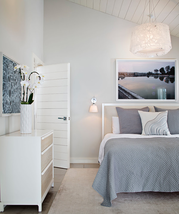 gray and white bedding