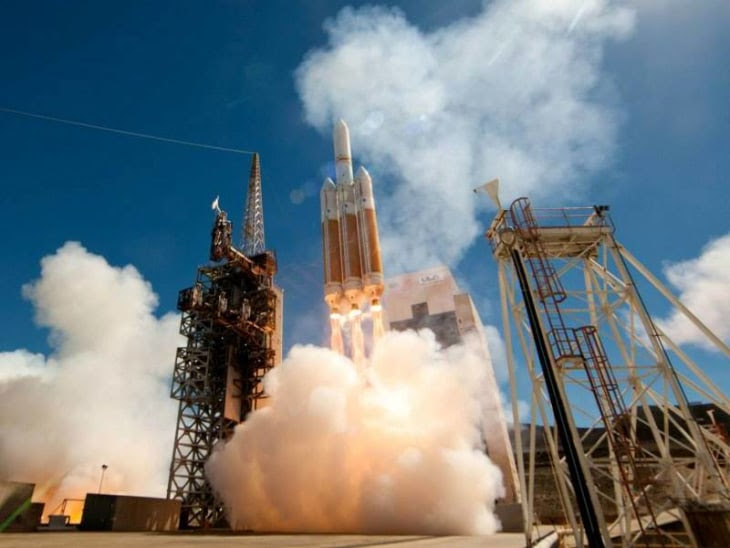 Image: Delta 4 Heavy launch