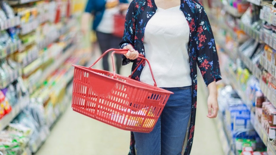 A supermarket in New Zealand has lost its baskets after announcing a ban on single-use plastic bags.